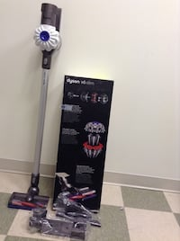 DYSON V6 SLIM!! LIKE NEW IN THE BOX Mississauga
