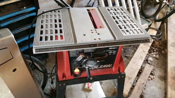 Almost new skill table  Saw