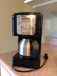 Coffee machine - like new  Kelowna, V1P 1B6