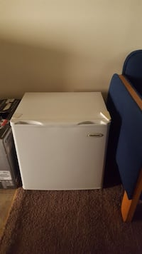 Used White Chefmate Compact Refrigerator For Sale In Akron