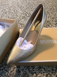 Michael Michael Kors Leather pump Richmond, V6W 1K3