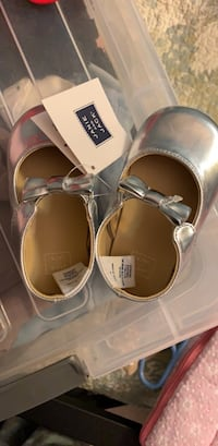 Baby shoes size 4 Centreville, 20120