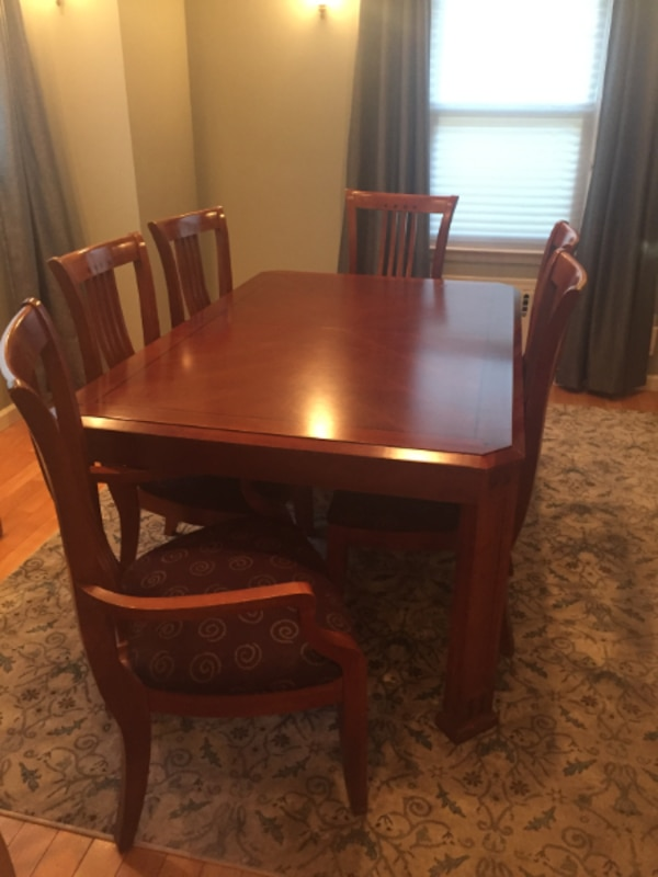 Thomasville dining room table w/ 6 chairs/2leaves/felt pads