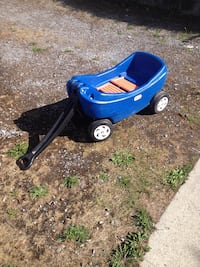 Toddler's blue play wagon Surrey, V3Z 9S9