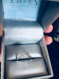 silver-colored diamond ring 42 km