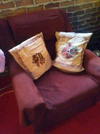 two white-and-brown floral throw pillows Dollard-des-Ormeaux, H9A 2K6