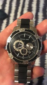 black and silver link round michael kors chronograph watch Pointe-Claire, H9R 3Z9