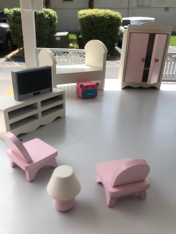 Used Monique Lhuillier Limited Edition Dollhouse For Sale