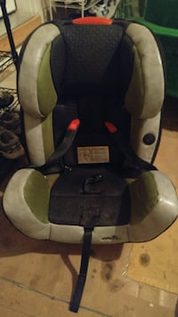 baby's black and gray car seat