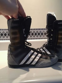 pair of black-and-white Adidas sneakers Aurora, L4G
