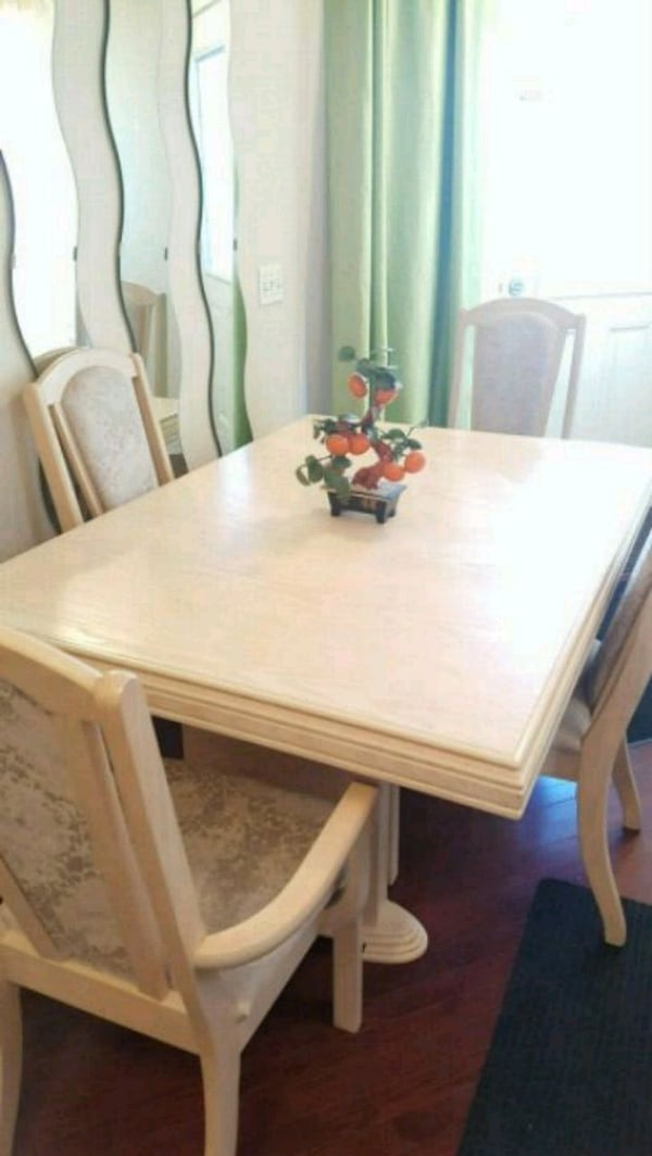 solid wood dinning table and 4 chairs  09b76684-09f6-4785-a530-0785e105bf29