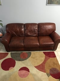 Couch in good condition. So comfy! Woodbridge, 22192