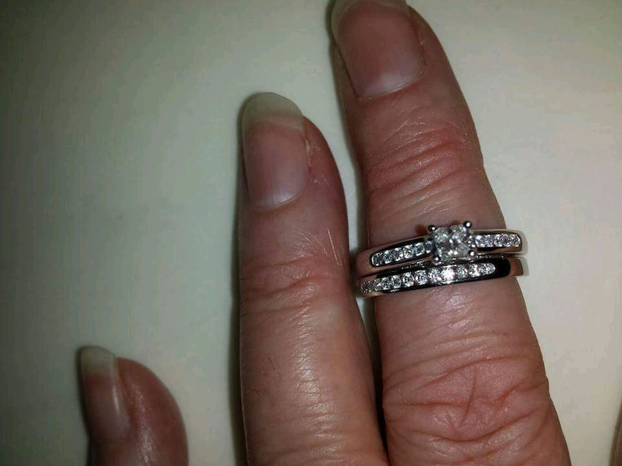 Photo Brand new diamond engagement ring princess cut