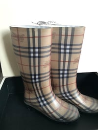 Burberry rain boots size 5 London, N5X 3Z9