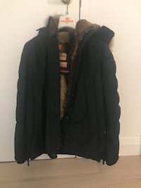 Parajumper fully fur lined parka. Extremely warm for cold winter days! Barely worn, great condition.  Toronto, M5R 1P8