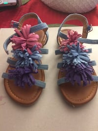 Pair of blue sandals Tampa, 33613