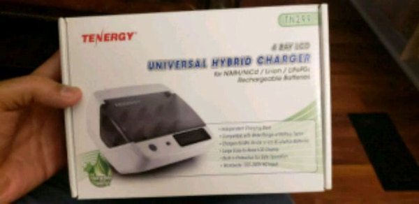 Universal Battery Charger new in box
