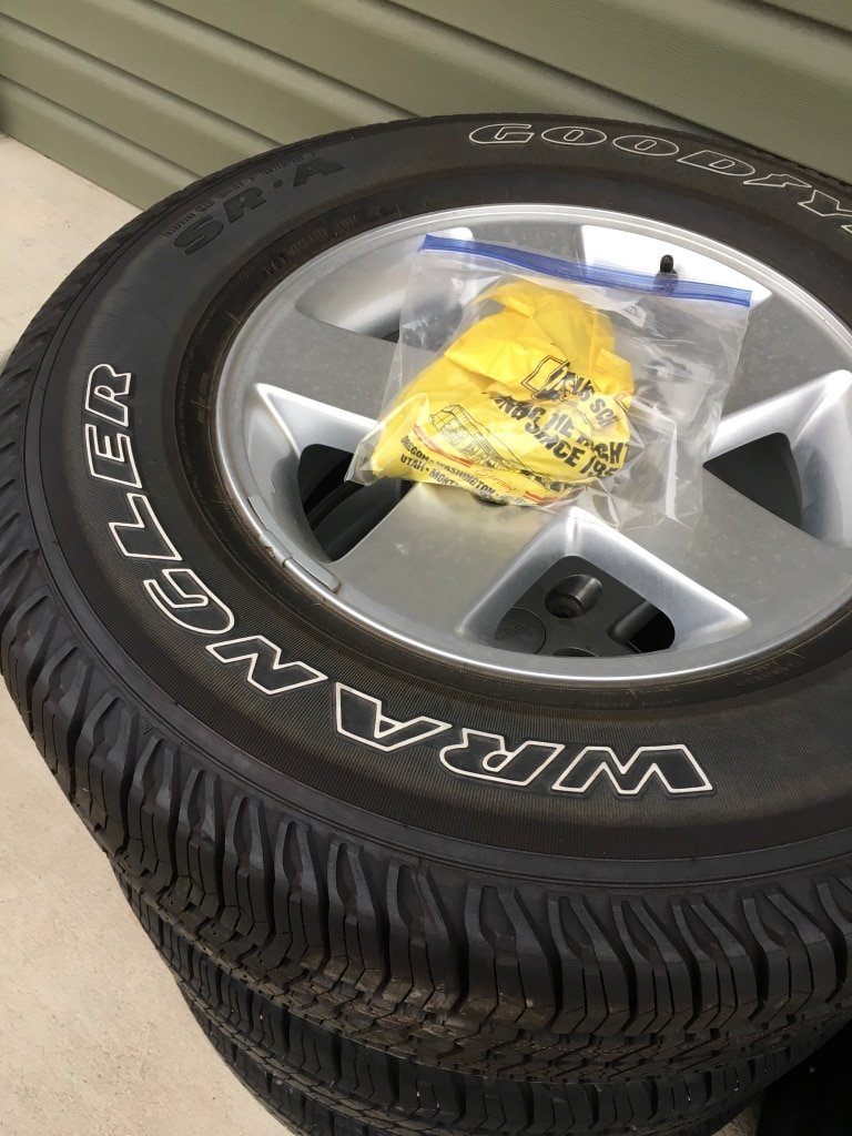 Photo Goodyear Wrangler wheels and tires