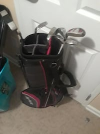 black and red golf bag with silver golf clubs Atlanta, 30337