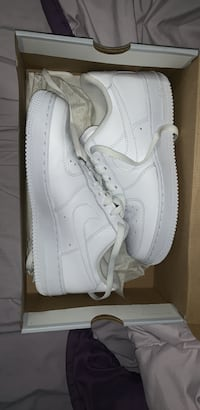 nike white air force 1 Hamilton, L8W 1E7