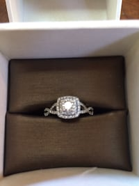 14k white gold diamond engagment ring Sechelt