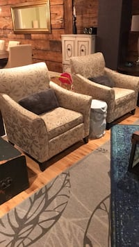 Two chairs in excellent condition  Montréal, H4E 3N2