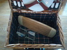 Awesome Large PICNIC Basket w/Accessories
