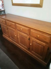 Solid oak side board  , great storage piece and ca Brampton, L6V 2P7