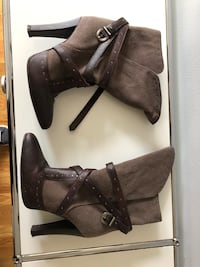 pair of brown leather heeled boots New York, 11216
