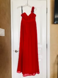 Gorgeous one shoulder formal red gown size 6 Bowie