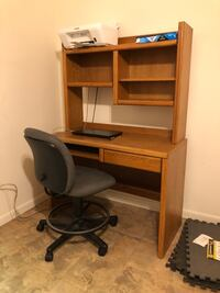 Office chair and desk Livonia, 48152