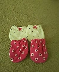 toddler's pair of white and pink gloves Aldie, 20105