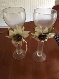 two white ceramic flower vases Bracebridge, P1L 1X1