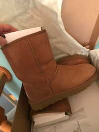 New- size 9 brown Uggs Derry, 03038