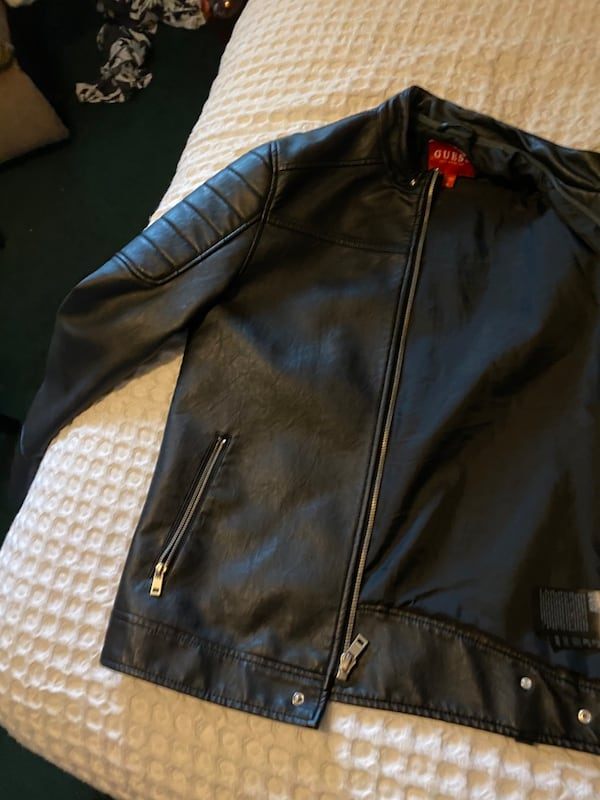 Guess leather jacket 7c670a05-74ed-433e-9bee-53db9c361ced