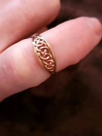Rose gold Welch Love knot ring.  Size 7. Stafford Courthouse, 22556