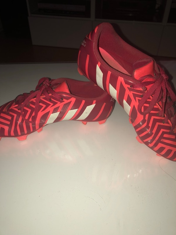 adidas soccer cleats size 7 and a half