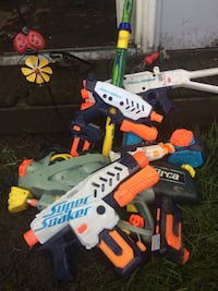 5 super soakers with extra ammunition clips Hamilton, L8H 5N4