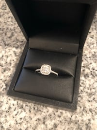Silver-colored diamond ring Greeley, 80631