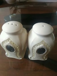 two white ceramic condiment shakers Toronto, M2N 7L4