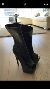pair of black leather heeled boots Houston, 77095