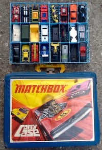 Lot of 51 Matchbox Hot Wheels Toy Cars and carrying case Vintage Long Beach, 90814