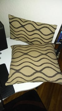Home decor 2 Pillows $5 each New Westminster