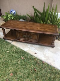 Selling a solid wood coffee table  Corona, 92882
