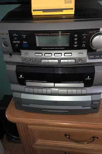 Stereo system w 2 big speakers-REDUCED! Hendersonville, 37075