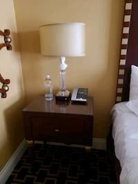 Hotel style table lamp