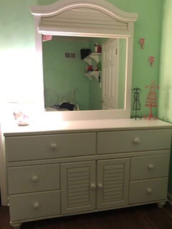 Bedroom set - desk, chair, dress with mirror attached and 2 lamps. Great  condition!