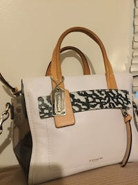 Dry Cute Authentic Coach Purse  Xenia, 45385