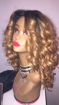 Brand new front lace wig and good curles Newmarket, K2P 0B7