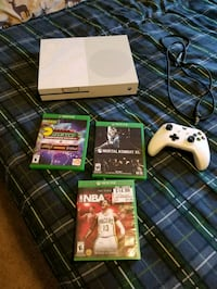 Xbox One console with controller and game cases Cottonwood, 96022
